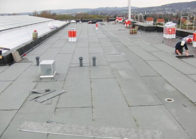 Flachdachabdichtung des Centrum Industrial IT (1. Bauabschnitt) mit Gefällewärmedämmung und Hasse Elastomerbitumen-Schweissbahnen KUBBIDRITT in Lemgo