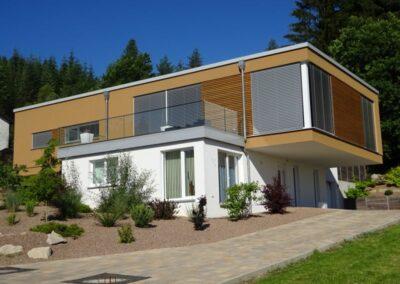 Flachdachabdichtung eines modernen Wohnhauses mit Gefällewärmedämmung und Bauder Elastomerbitumen-Schweissbahnen in Horn Bad-Meinberg