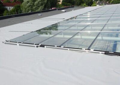 Flachdachabdichtung eines Atriums mit Steinfaser-Wärmedämmung und Sarnafil FPO Kunststoff-Dachbahnen in Lemgo