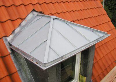 Erkerdach in Stehfalztechnik aus Zinkblechen im Kalletal