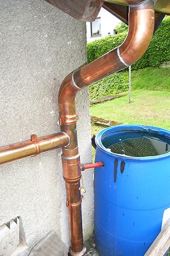 Regenrohr mit selbstregulierenden Retomaten aus Kupfer