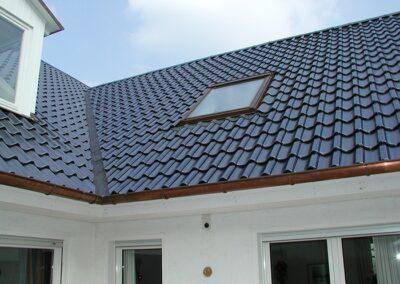Dacheindeckung mit glasierten Hohlfalzziegeln in Detmold