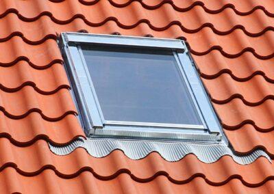 Velux Dachfenster mit Abdeckblechen aus Zink