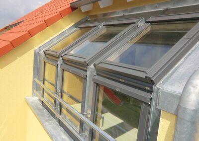 Velux Dachfenster mit senkrechten Zusatzelementen in Leopoldshöhe