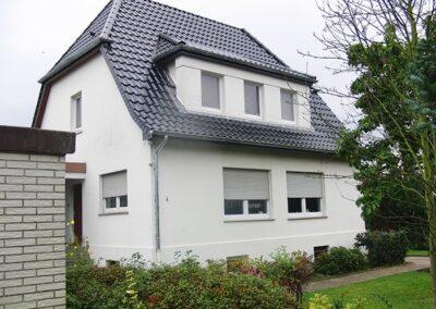 Dacherneuerung mit glasierten FUTURA Flachdachziegeln