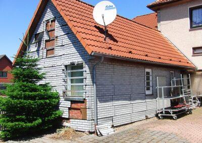 Alte Fassadenbekleidung vor der Sanierung in Dörentrup
