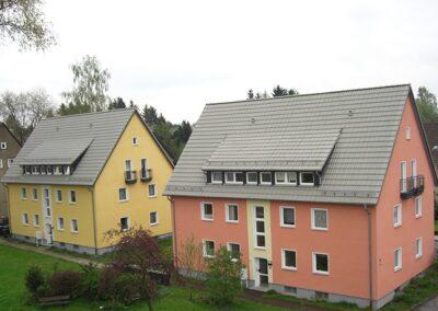 Wohnhäuser der Wohnbau Lemgo e.G. mit Betondachsteinen eingedeckt