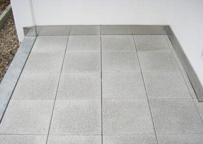 Balkonplattierung mit 40*40 cm Platten in Lage