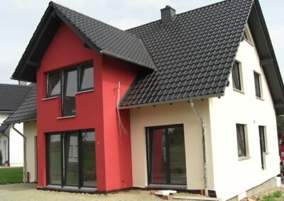 Dacheindeckung mit glasierten FUTURA Flachdachziegeln