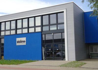 Fassadenbekleidung mit Aluwelle RAL 9006 einschl. Unterkonstruktion und Wärmedämmung