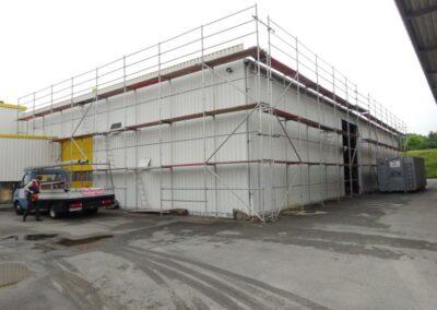 Einrüstung für die Dachsanierung eines Materiallagers im Extertal