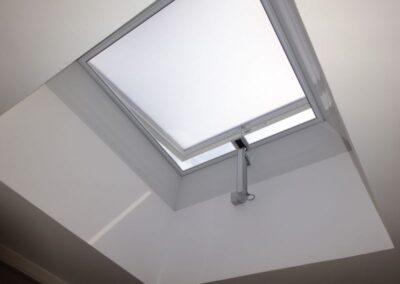 Netzmarkise in einer lüftbaren Essmann Lichtkuppel