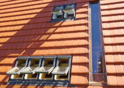 Velux Dachfensteranlage in einer Tonziegeleindeckung