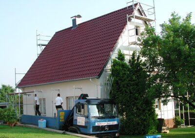 Dacheindeckung mit glasierten Creaton Flachdachziegeln FUTURA